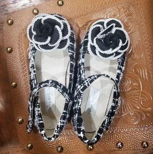 Black park Avenue Trish Scully dress shoe.